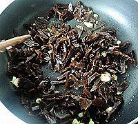 花生米炒咸菜的做法图解7