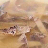先炒再炖,烧出不一样的肉片汤!的做法图解1
