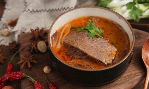 酸辣过瘾的酸牛肉,再热也不能错过的民间小吃的做法