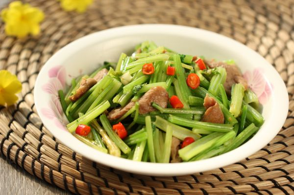 芹菜炒鸭脯肉