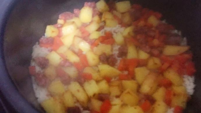 香肠胡萝卜土豆焖饭