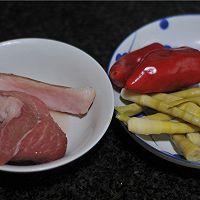 酸笋丁炒肉末#樱花味道#的做法图解1