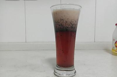自制健康减肥饮:蓝莓果醋饮