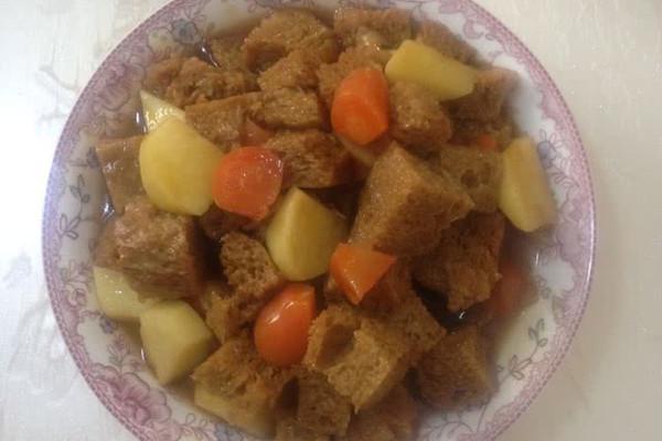 红烧土豆烤麸的做法