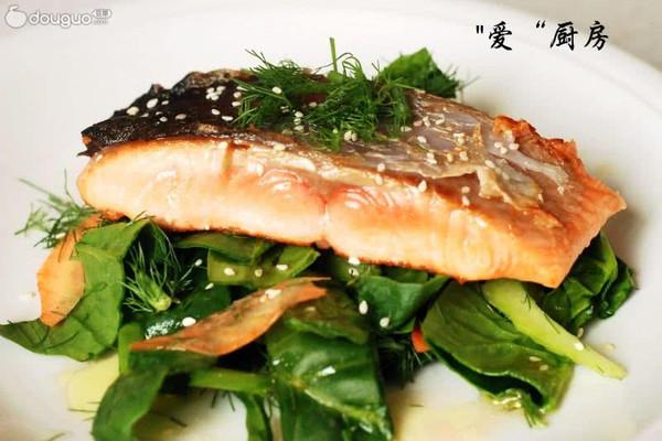 香煎三文鱼色拉的做法