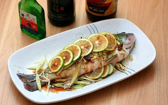 进击吧鲈鱼,家常清蒸鱼变身泰式蒸鱼的做法步骤