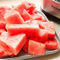 鲜榨西瓜汁的做法图解2