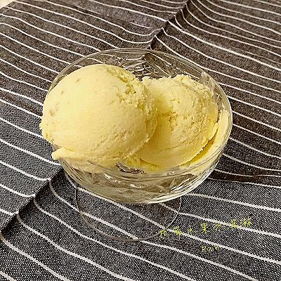 热带水果冰淇淋