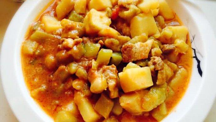 五花肉炖土豆茄子