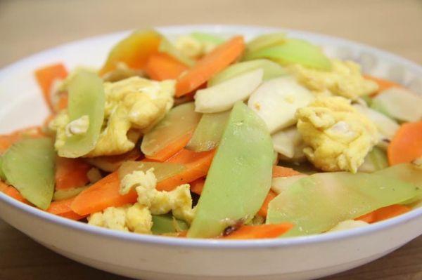 青笋炒鸡蛋