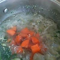 银耳藕片胡萝卜汤的做法图解4