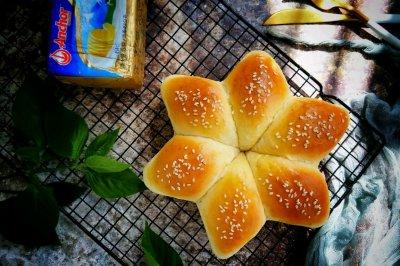 #安佳儿童创意料理#六角豆沙面包