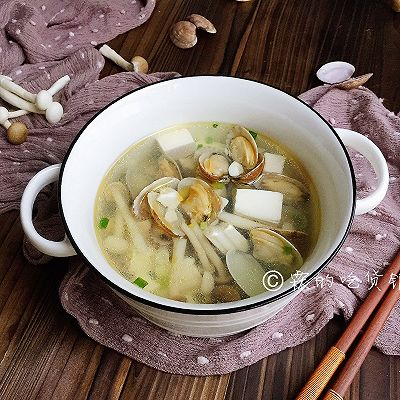 花蛤豆腐菇菇湯