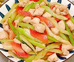 低脂美味!芹菜炒鸡丁,鲜嫩多汁的做法
