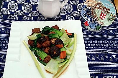 肉丸烩香菇油菜