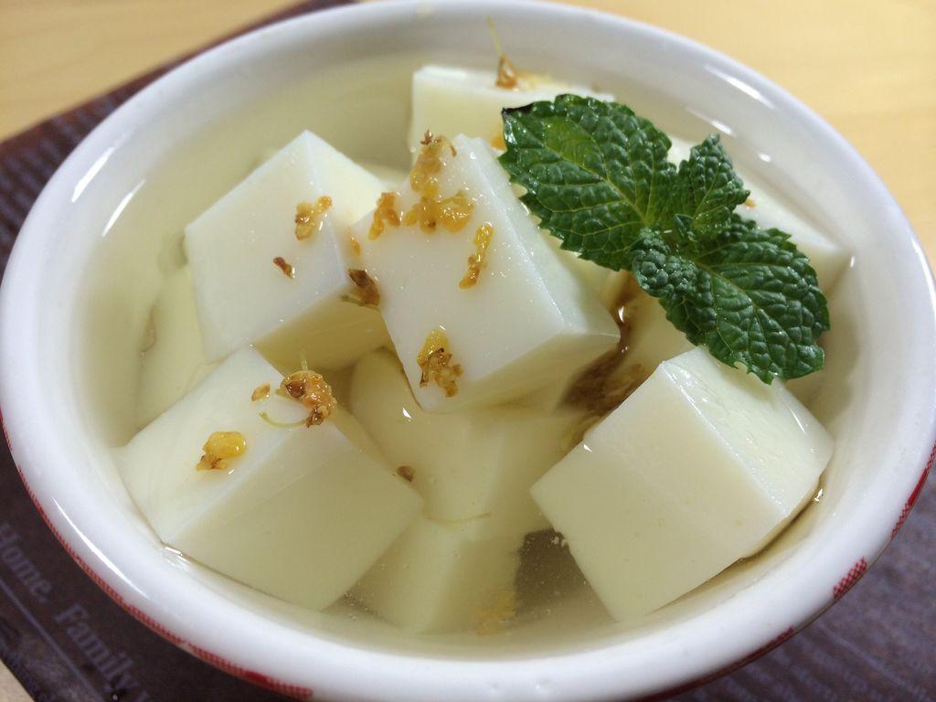 老北京杏仁豆腐的做法_皮蛋豆腐的做法豆腐的做法大全_西紅柿豆腐鯽魚湯做法大全家常做法大全