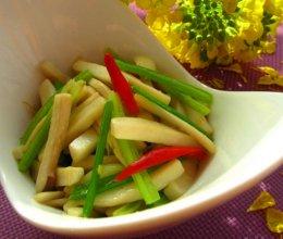 杏鲍菇炒芹菜的做法