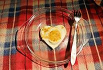 暖心早餐。心形&心型煎鸡蛋的做法