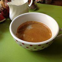 在家煮一杯好咖啡--拉花拿铁 Love的做法图解3