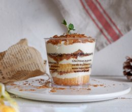 可可脆片奶油蛋糕杯的做法