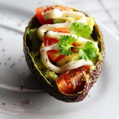 【牛油果沙拉】营养丰富。美容保健
