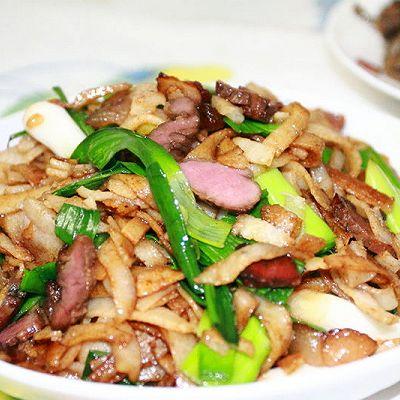 家乡特色风味的腊肉炒豆丝