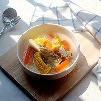 胡萝卜玉米大骨汤