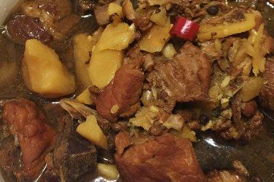 红烧排骨炖土豆