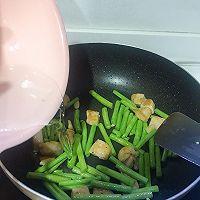 五分钟快手菜:鸡胸肉炒豆角的做法图解6