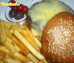 西式美食——芝士牛肉汉堡的做法