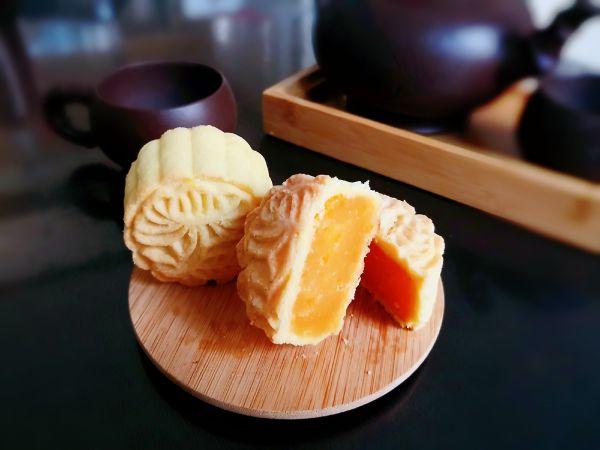 酥皮金沙奶黄月饼