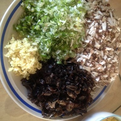 大喜大牛肉粉试用之---年年有余(三鲜蒸饺)的做法 步骤2