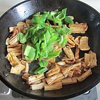 青椒腐竹炒肉片的做法图解8