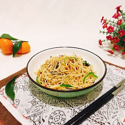 香辣平菇蔬菜炒面