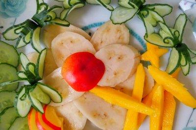 简易果盘,黄瓜香蕉油桃芒果,水果拼盘