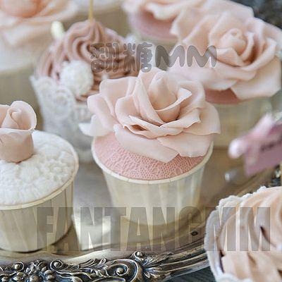 翻糖樱花粉杯子蛋糕