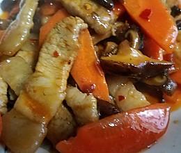 胡萝卜香菇炒肉片的做法