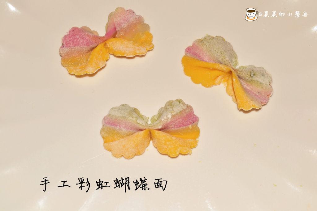 手工彩虹蝴蝶面的做法_【图解】手工彩虹蝴蝶面怎么做