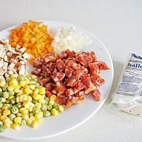 奶酪与腊肠如何碰撞出火花——哈罗米腊肠焖饭的做法图解1