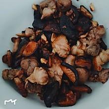香菇炒鸡腿
