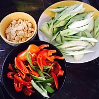双丝清炒丝瓜—夏日清凉必备的做法图解1