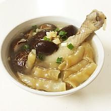 5分钟煮好花胶元贝炖香菇鸡腿汤