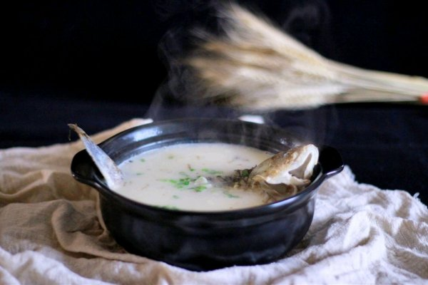 冬日养颜-烧一锅和牛奶一样白的鲫鱼汤的做法