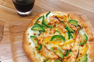 三文鱼牛油果芝士披萨