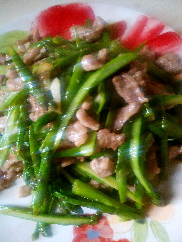 芦笋炒肉的做法图解1