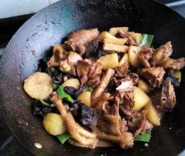 土豆木耳炖鸡的做法