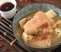 """滋润养颜""""贴秋膘"""",必备猪蹄莲藕汤的做法"""