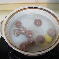 菌菇莴笋牛肉丸汤的做法图解4