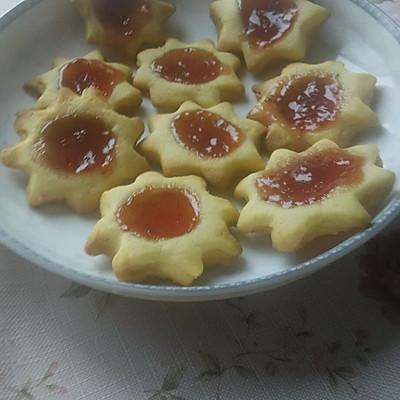 晶莹剔透的草莓酱饼干