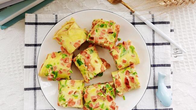 宝宝辅食|火腿肠鸡蛋青椒卷饼的做法